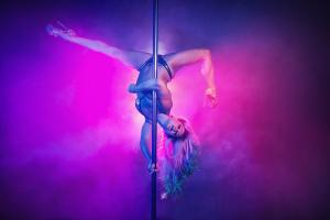 Festival, stage and party pole performer